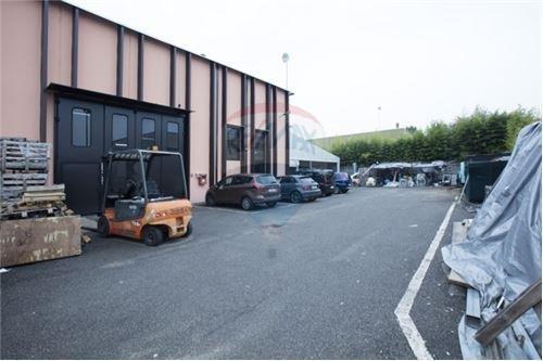 Capannone in vendita a Vanzago, 9999 locali, zona Zona: Mantegazza, prezzo € 290.000 | Cambio Casa.it