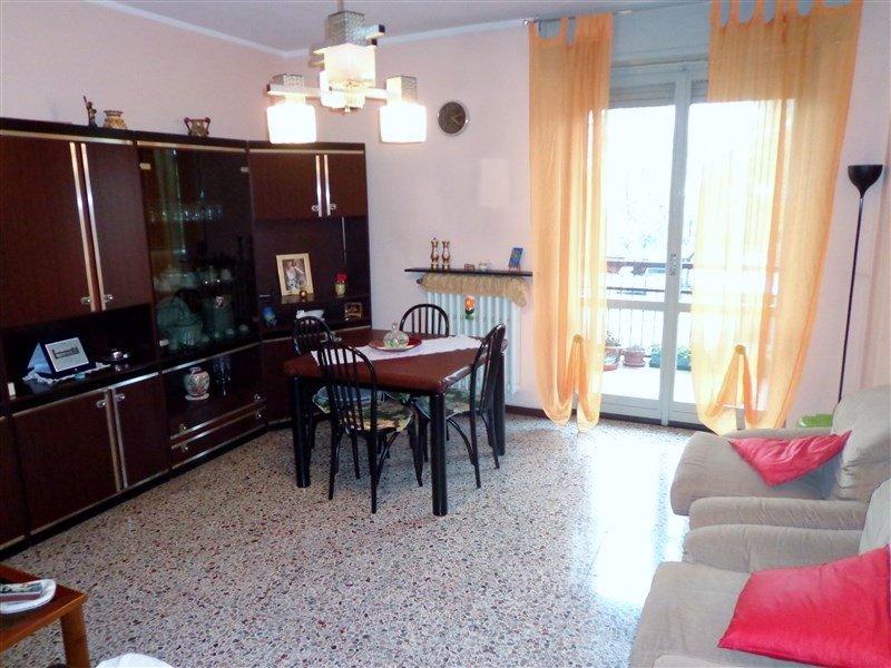 Appartamento in vendita a Milano, 4 locali, prezzo € 170.000   CambioCasa.it