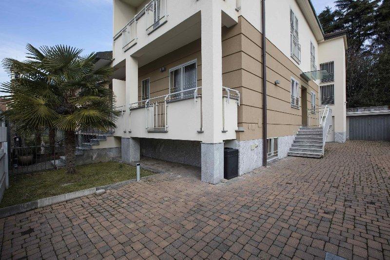 Soluzione Indipendente in vendita a Arese, 4 locali, prezzo € 695.000 | Cambio Casa.it