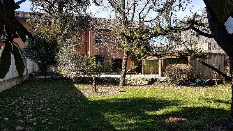 Villa in vendita a Parabiago, 8 locali, prezzo € 650.000 | Cambio Casa.it