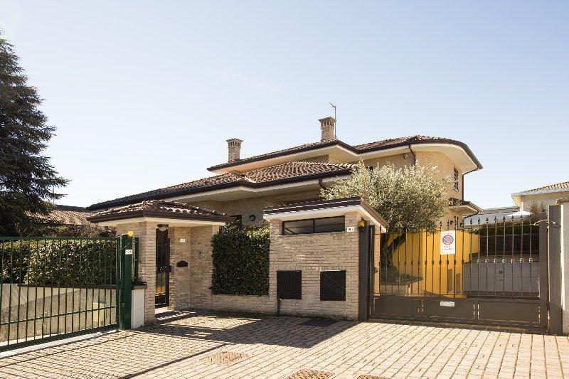 Villa in Vendita a Pregnana Milanese