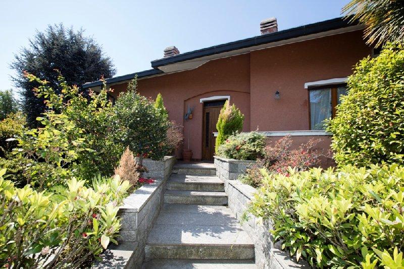 Villa Bifamiliare in Vendita a Venegono Superiore