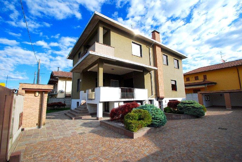 Villa Bifamiliare in Vendita a Parabiago