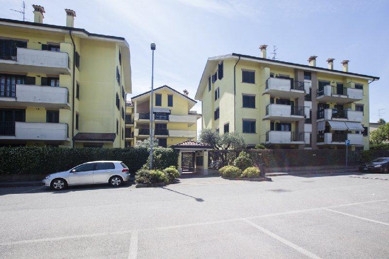 Appartamento in affitto a Arese, 2 locali, prezzo € 650 | CambioCasa.it