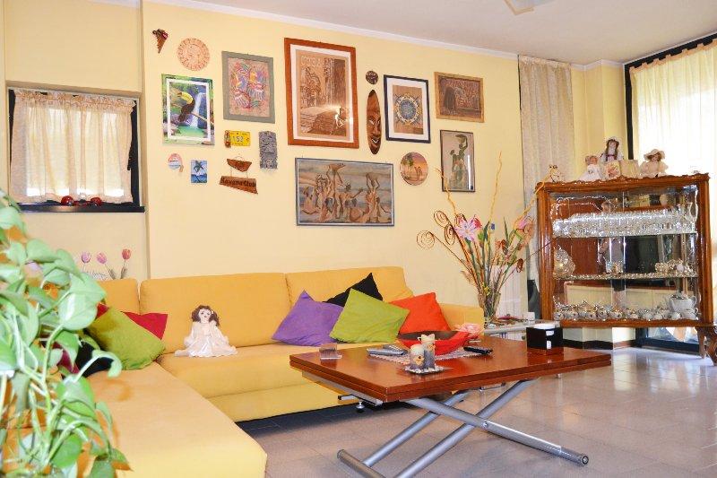Appartamento in vendita a Rho, 3 locali, prezzo € 149.000 | Cambio Casa.it