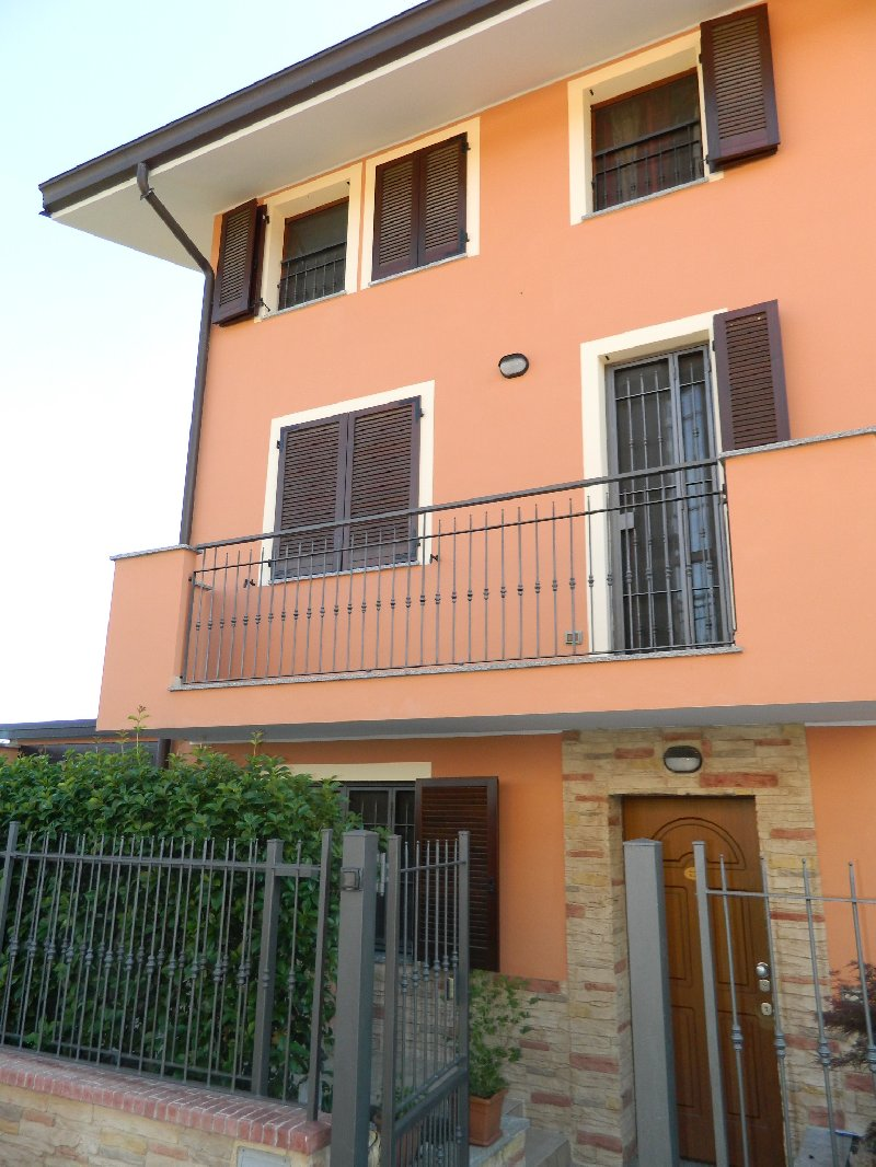 Appartamento in affitto a Nerviano, 3 locali, zona Zona: Garbatola, prezzo € 750 | CambioCasa.it