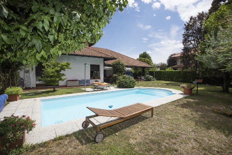 Villa in vendita a Parabiago, 4 locali, prezzo € 730.000 | CambioCasa.it