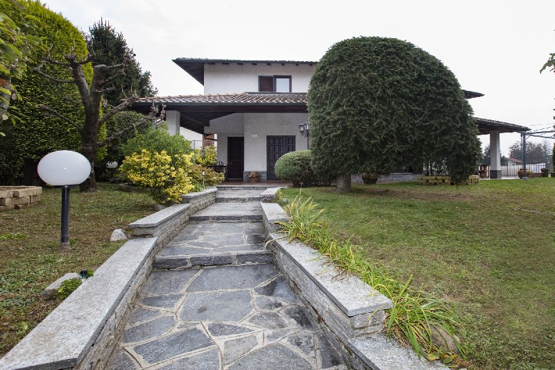 Villa in Vendita a Vedano Olona