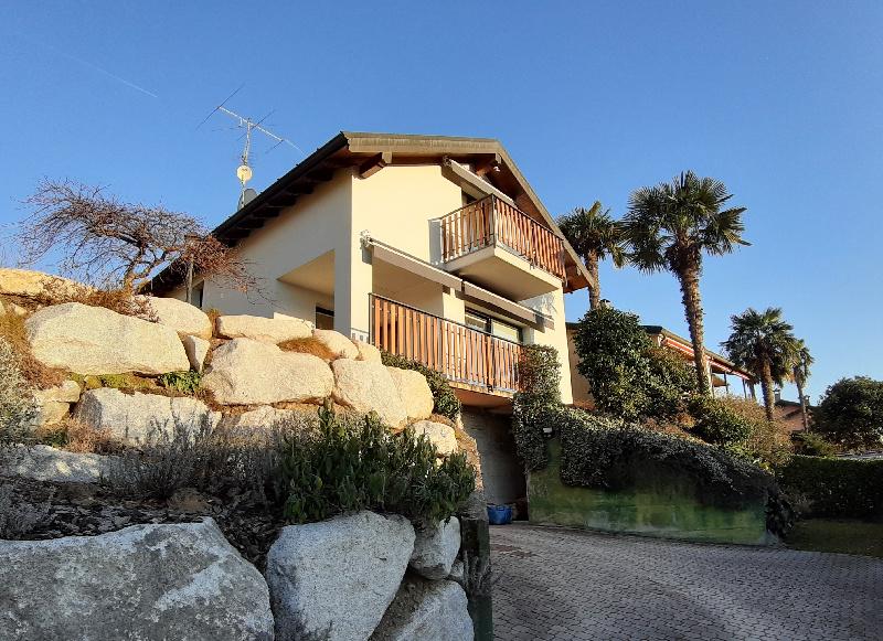 Villa in vendita a Leggiuno, 8 locali, zona Zona: Bosco, prezzo € 319.000 | CambioCasa.it