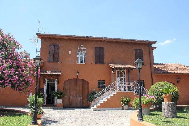 Villa in vendita a Roma, 10 locali, prezzo € 980.000 | CambioCasa.it