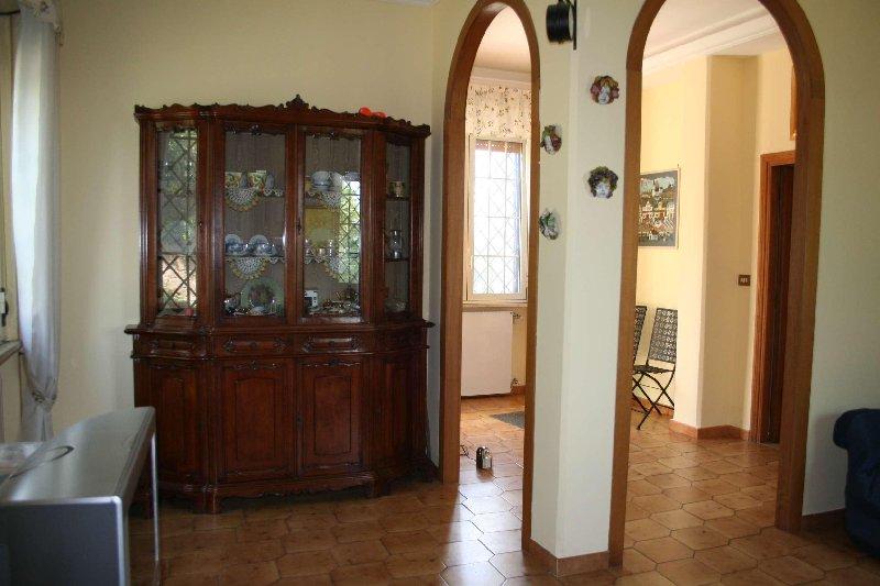 Villa in vendita a Magliano Sabina, 7 locali, prezzo € 128.000 | CambioCasa.it