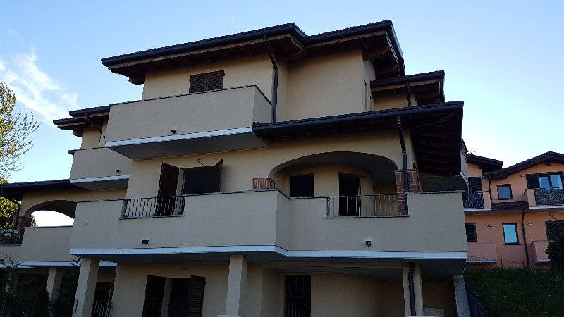 Villa a Schiera in Vendita a Oggiona con Santo Stefano