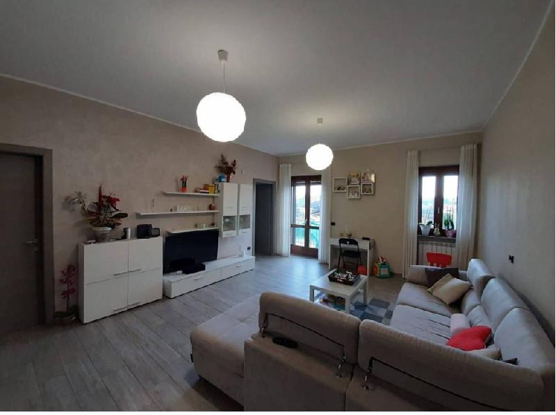 Appartamento in vendita a Albizzate, 3 locali, prezzo € 155.000 | CambioCasa.it