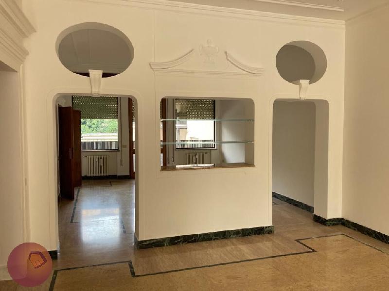 Appartamento in affitto a Padova, 7 locali, zona Zona: 3 . Est (Brenta-Venezia, Forcellini-Camin), prezzo € 2.000 | CambioCasa.it