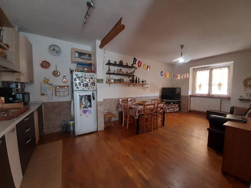 Appartamento in vendita a Mornago, 3 locali, prezzo € 110.000 | CambioCasa.it
