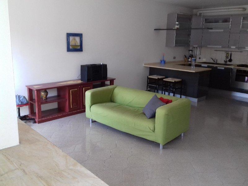Appartamento in vendita a Salò, 3 locali, prezzo € 200.000 | CambioCasa.it