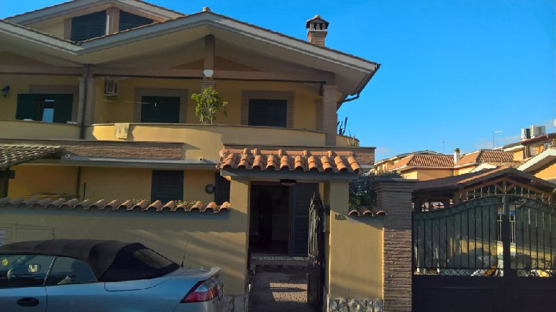 Villa a Schiera in vendita a Fiumicino, 4 locali, zona Zona: Isola Sacra, prezzo € 230.000   CambioCasa.it