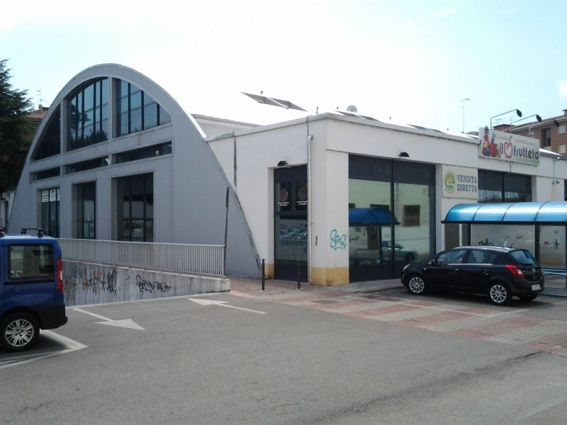 Immobile Commerciale in vendita a Gorizia, 3 locali, prezzo € 724.000 | CambioCasa.it