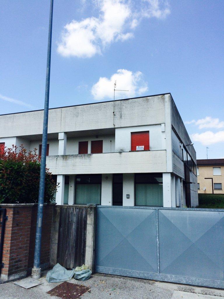 Capannone in vendita a Occhiobello, 4 locali, prezzo € 281.000 | CambioCasa.it