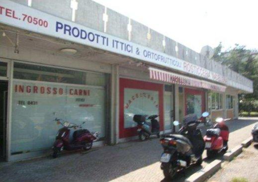 Negozio / Locale in vendita a Lignano Sabbiadoro, 12 locali, prezzo € 427.000 | CambioCasa.it