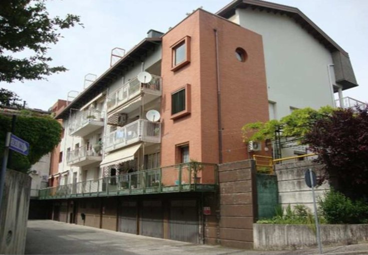 Ufficio / Studio in vendita a Manzano, 9 locali, prezzo € 51.000 | CambioCasa.it
