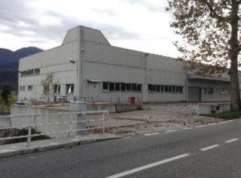 Capannone in vendita a Tolmezzo, 2 locali, prezzo € 748.000 | CambioCasa.it